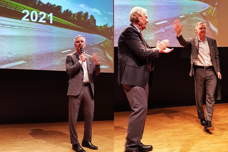 Frans Lindelöw beskrev Skandias utveckling och mål på årsmötet. Han avtackas av ProSkandias Leif Hansson efteråt.